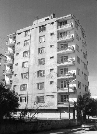 The photo of the 8-story apartment building (Retrieved from Sucuoglu, Gur and Gulkan, 2000).