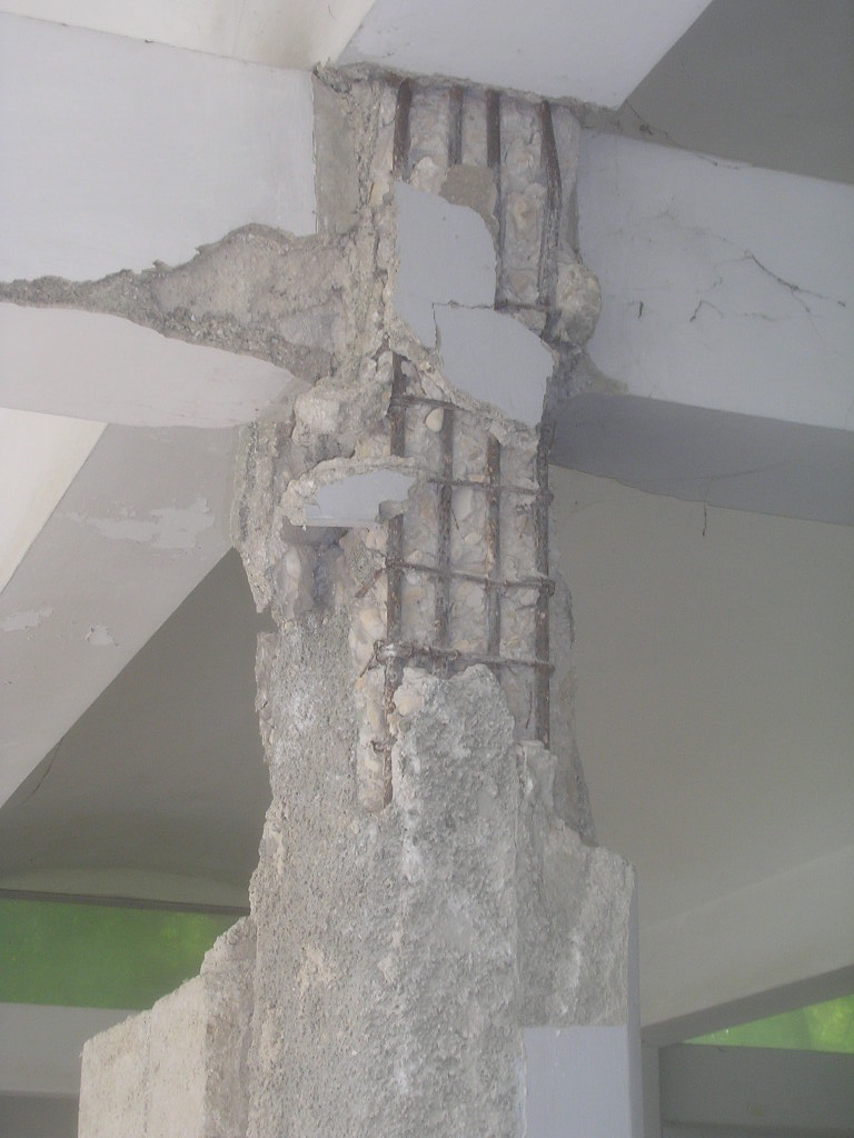 Shear damage to column and beam-column joint. (Federico, 2010)