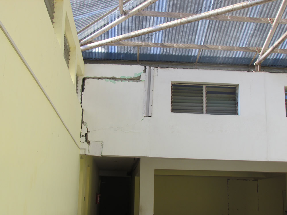 Poor joint detailing on the top floor of the SMIT Boys' Hostel(Sheth, 2012).