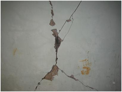 Diagonal crack in the CMU wall
