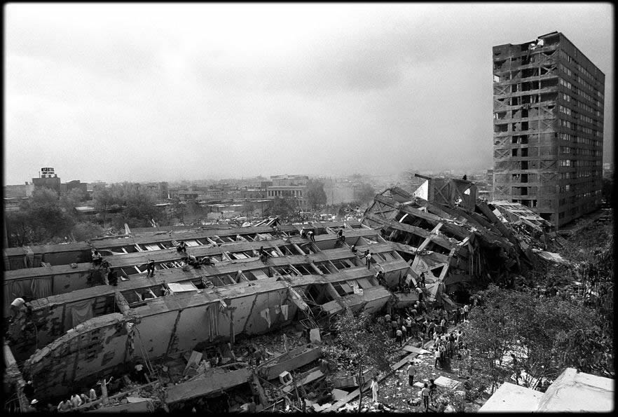 Collapsed wings of the building looking southeast (Picture by Marco Antonio Cruz)