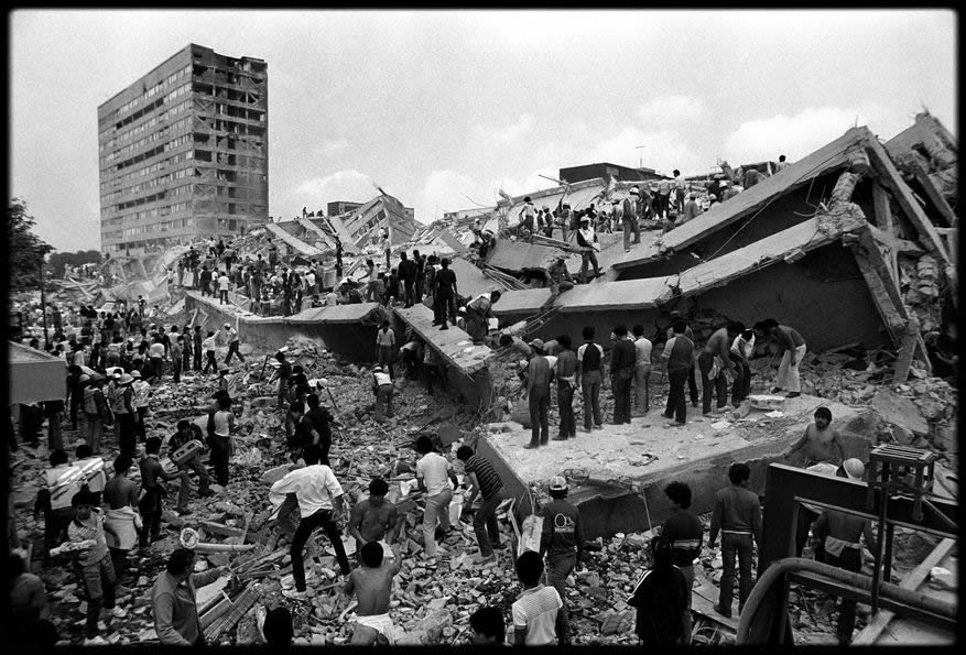 Collapsed wings of the building looking southwest (Picture by Marco Antonio Cruz)