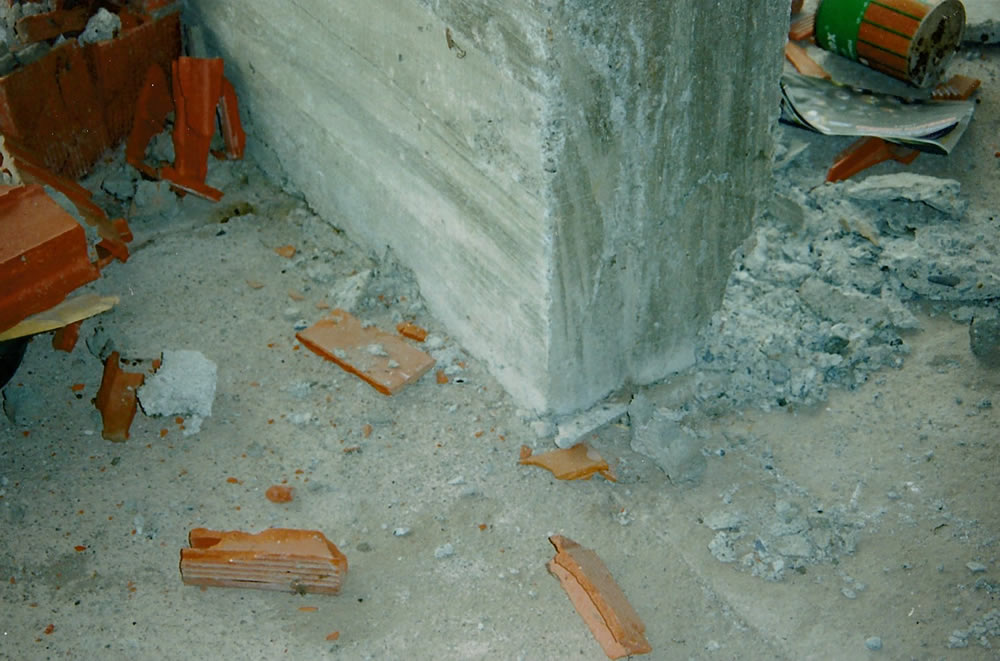 Spalling concrete of column corner at base (Photo by Craig Comartin).